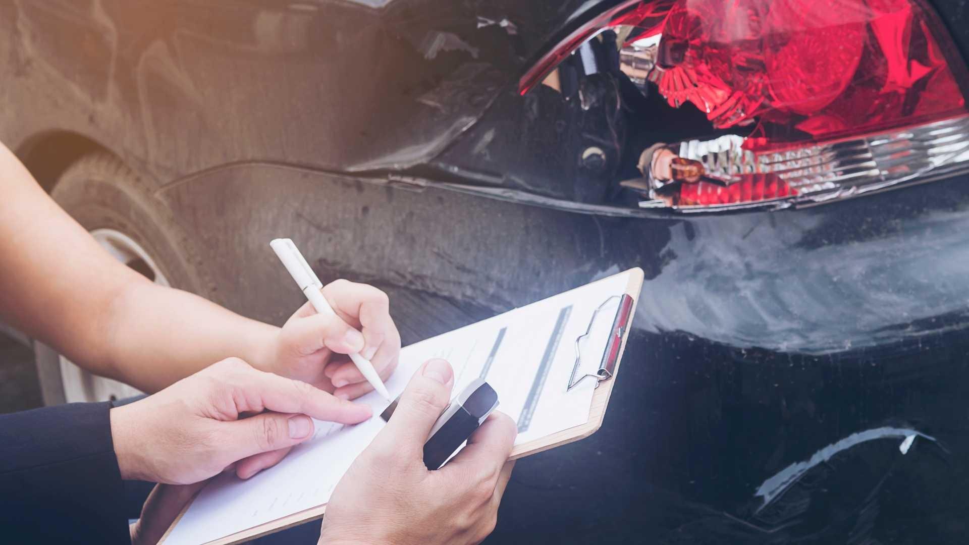 قیمت پایه بیمه ثالث انواع خودرو در سال 1400 مشخص شد