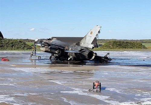 سوختن هواپیمای F16