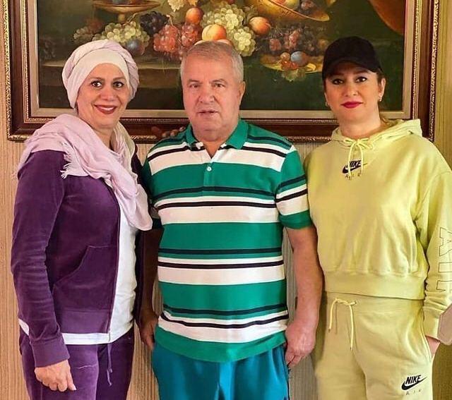 علی پروین به همراه دختر و همسرش