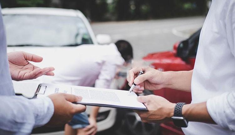 شناخت قوانین و پوششهای بیمه شخص ثالث خودرو برای کاهش ریسک تصادفات
