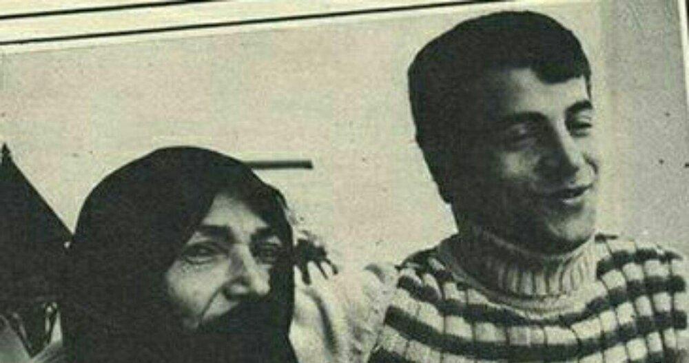 علی پروین در کنار مامان نصرت
