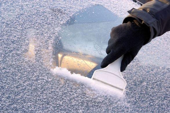آموزش تمیز کردن شیشه یخ زده خودرو