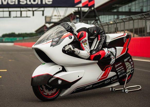 موتورسیکلت WMC250EV  به دنبال ثبت رکورد سریع ترین سرعت