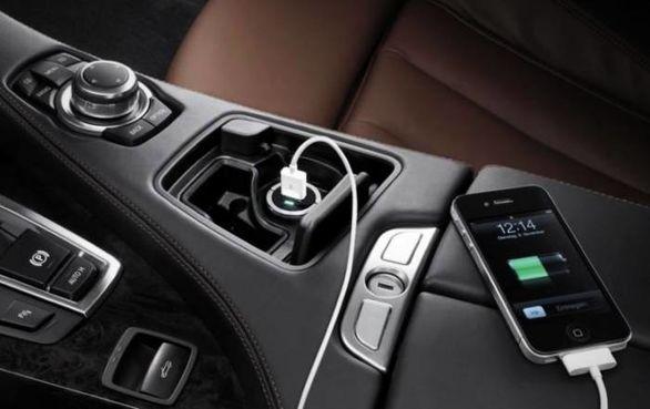 گوشی موبایل را با پورت USB خودرو شارژ نکنید به این دلیل