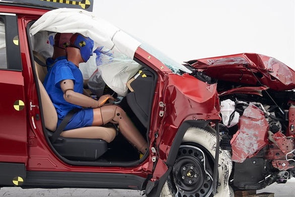 ریپورت کامل تست تصادف تویوتا راو4