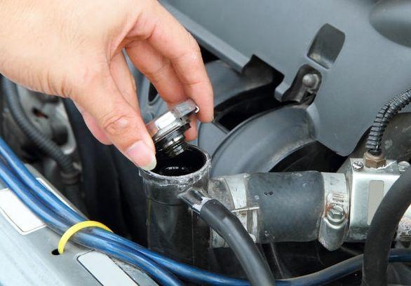 چرا رادیاتور خودرو آب کم می کند؟
