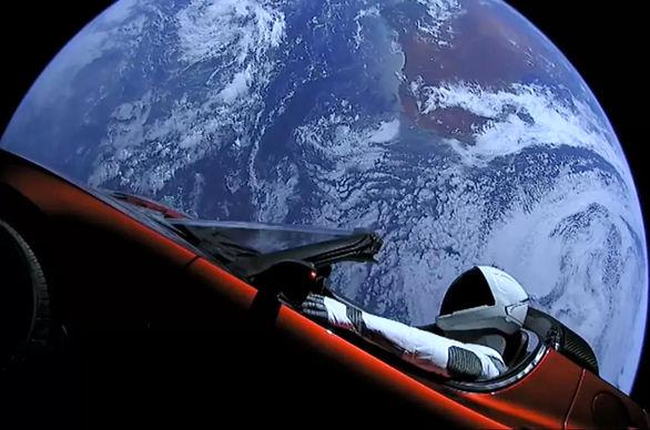 خودروی فضانورد تسلا به مریخ نزدیک شد