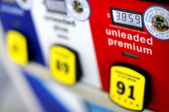 خوشحالی رانندگان در آمریکا از ارزان شدن قیمت بنزین