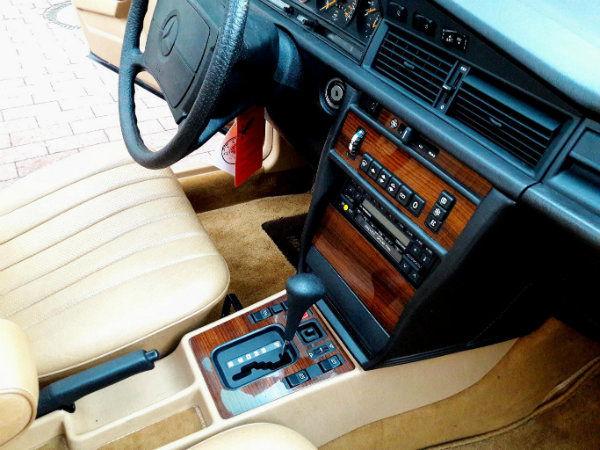 0009b499-1986-mercedes-benz-190e-2.3-10