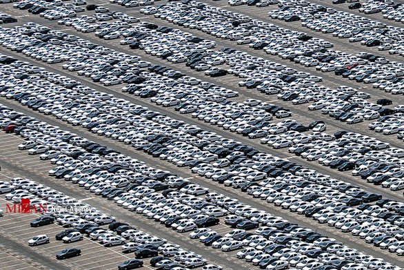 توزیع رانت سنگین در بازار خودرو /کاهش استقبال از پیش فروش ها