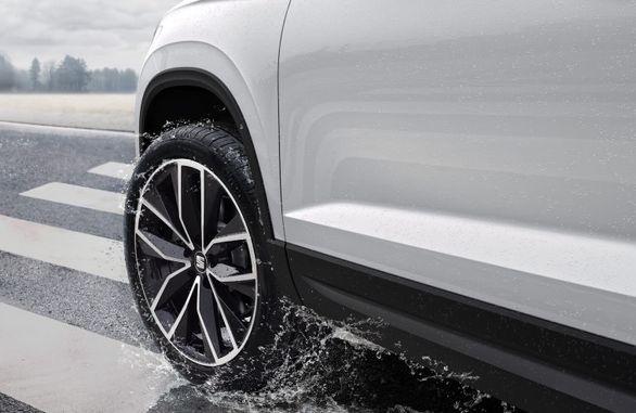 10 اصل مهم برای رانندگی در باران