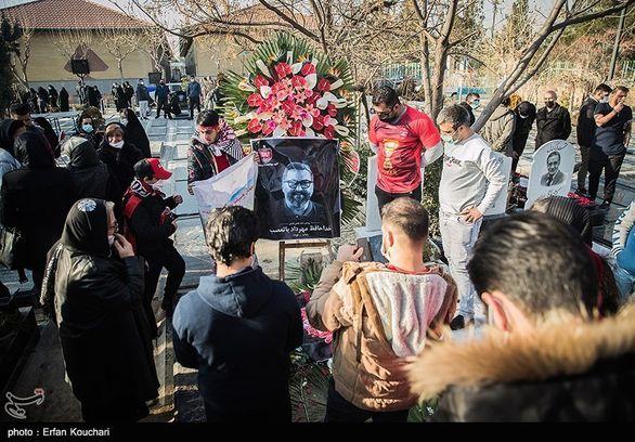 تیتر جالب و در عین حال غم انگیز روزنامه گل برای یک صحنه در مراسم مهرداد میناوند + عکس