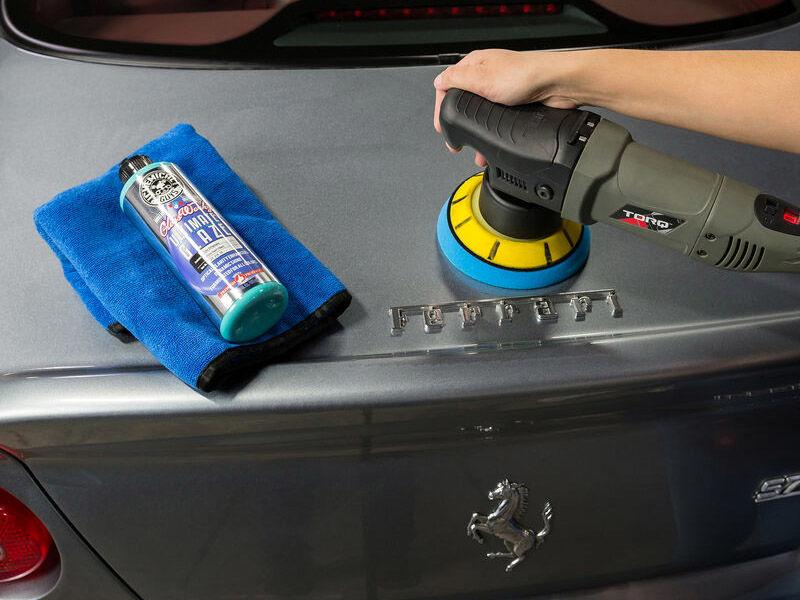 مایع پولیش خودرو برای از بین بردن خط و خشها و آلودگیهای سطح بدنه خودرو استفاده میشود.