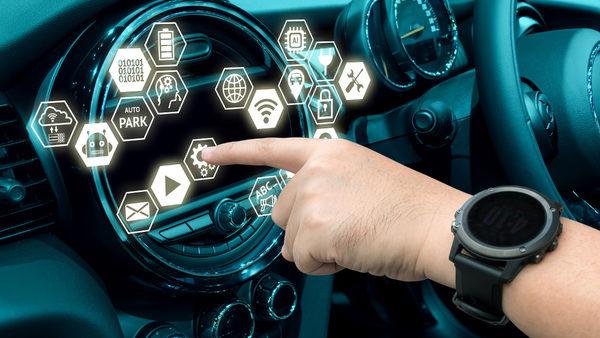 10 فناوری شگفت انگیز خودروها که هوش از سرتان می برد