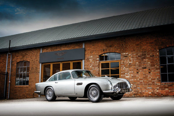 6b7e847f-1965-aston-martin-db5-bond-car-01