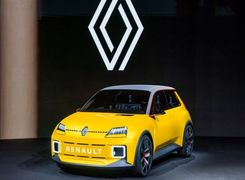 استارت تحول در رنو با تولید خودرو رنو 5 الکتریکی