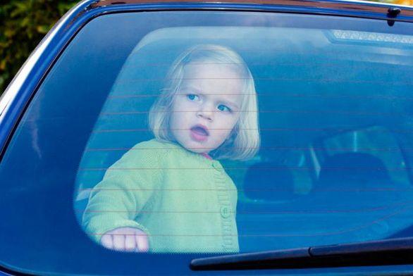 استفاده تسلا از سنسورهای تشخیص کودکان جامانده در خودروهای داغ