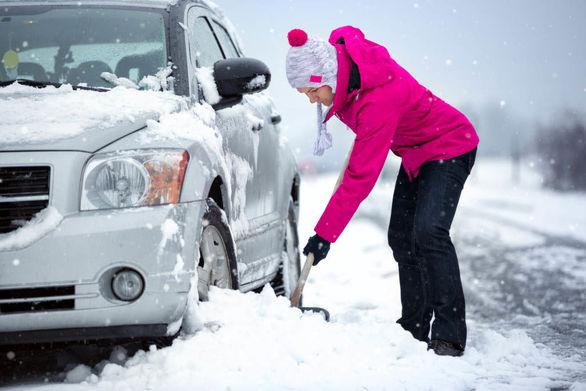 آموزش رهایی خودرویی که در برف گیر کرده
