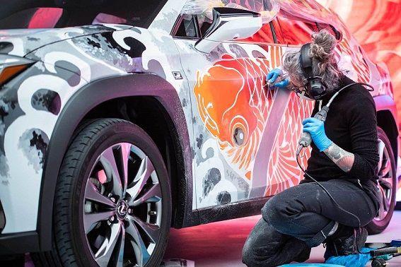 اولین خالکوبی دنیا روی خودرو با لکسوس UX