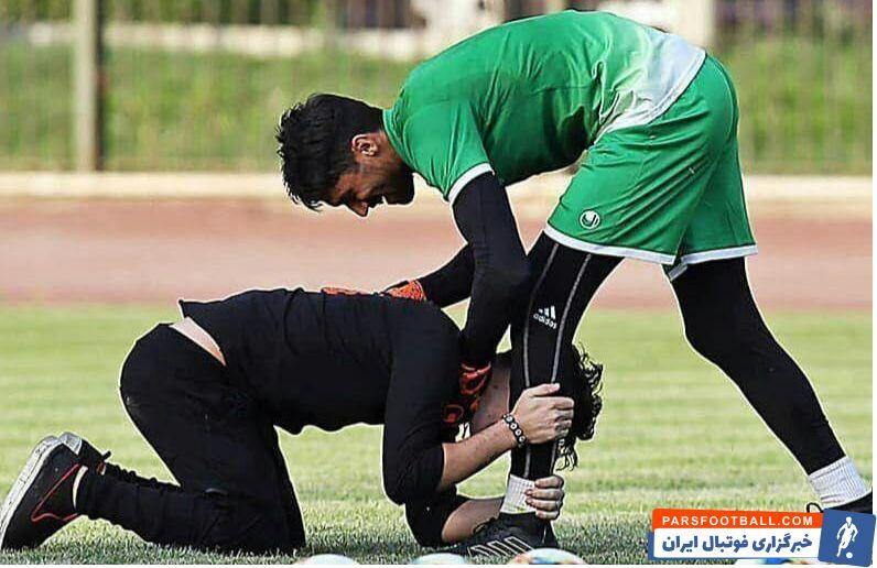 علاوه بر هواداران پرسپولیس که در فضای مجازی به گلر استقلال هجوم بردند، مهرداد میناوند هم در صفحه شخصی خود کنایهای به سیدحسین حسینی زد.