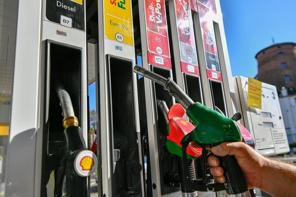 معادل ساخت یک پالایشگاه کاهش مصرف بنزین داشتیم