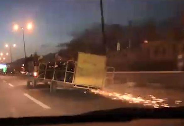 حمل عجیب و خطرناک موتورسیکلت در اتوبان شهید بابایی