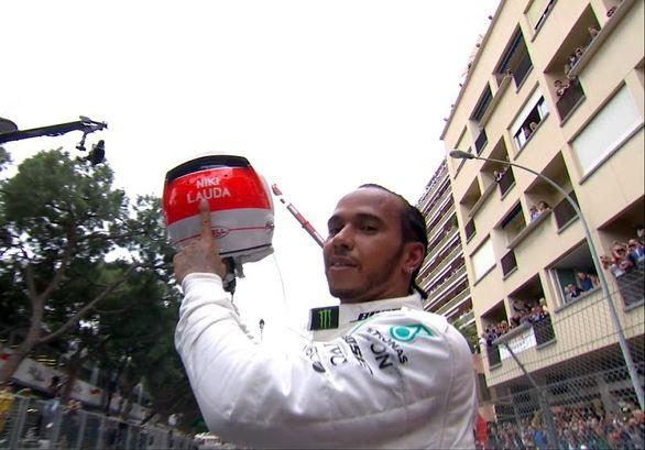 فرمول یک / پیروزی نفس گیر همیلتون در سخت ترین مسابقه فصل