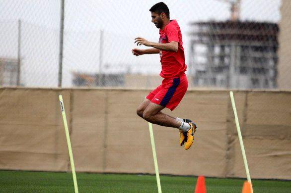 بازیکن رانده شده پرسپولیس پیراهن رقیب سنتی را پوشید (عکس)