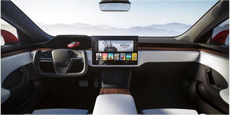 تجربه بازیهای روز دنیا در خودروی الکتریکی تسلا مدل اس 2021