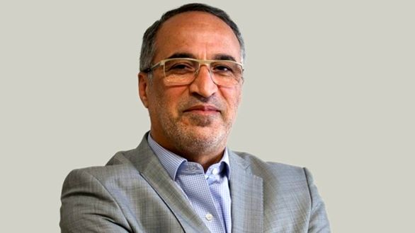 کف و سوت زدن اعضای مجمع برای کریمی از روی احترام نبود