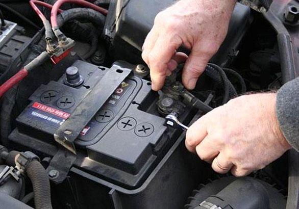 با این کارهای ساده عمر باتری خودرویتان را افزایش دهید